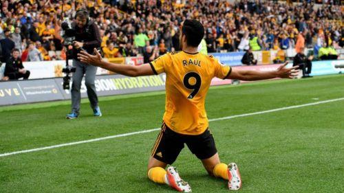 Raúl Jiménez marca gol en el 2-0 de Wolves sobre Bournemouth