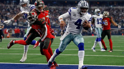 Dak Prescott celebra un touchdown contra Tampa Bay