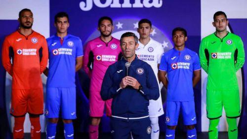 1a46f7bd748 Jugadores del Cruz Azul durante la presentación del nuevo uniforme