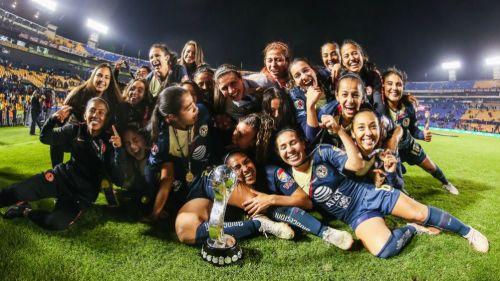 Jugadoras de América Femenil festejan título