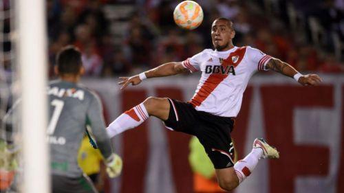 Jonatan Maidana en un partido con River Plate