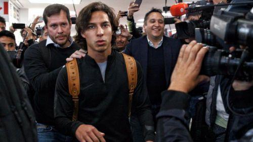 Diego Lainez arriba al aeropuerto de la CDMX
