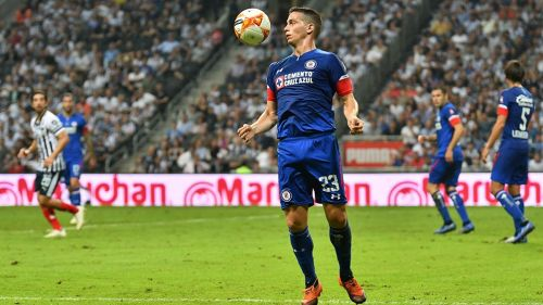 Iván Marcone en un partido con Cruz Azul