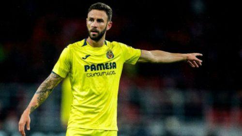 Layún da indicaciones durante juego del Villarreal