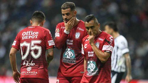 Jugadores de Pachuca después de caer contra Monterrey