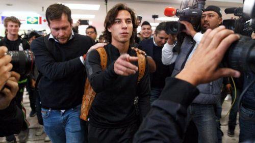 Diego Lainez antes de partir a España