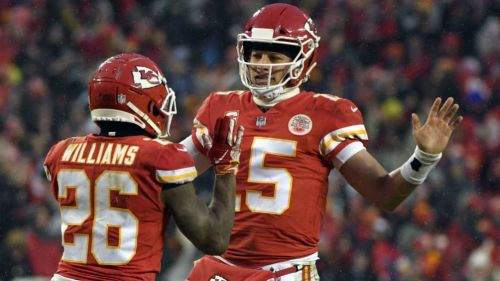 Williams y Mahomes celebran una anotación de los Chiefs