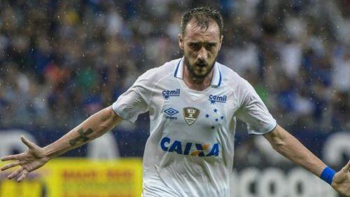 Federico Mancuello festeja un gol con el Cruzeiro