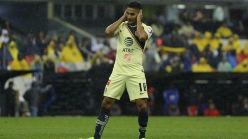 Domínguez durante partido del América en el Estadio Azteca