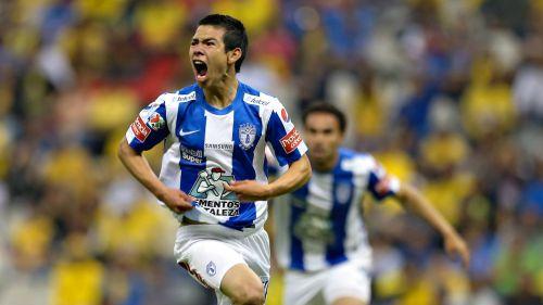 Lozano festeja anotación frente al América en el Estadio Azteca