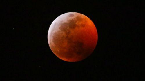 'Luna de sangre' durante eclipse