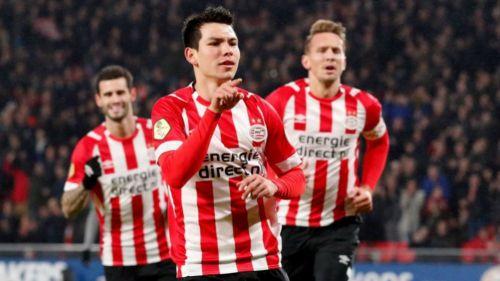 Chucky Lozano marca doblete con el PSV. Sale en camilla