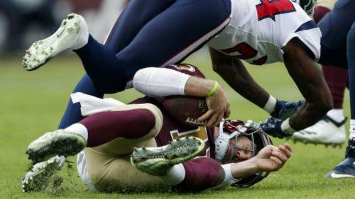 Alex Smith lesionado en el césped