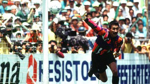 Pablo Larios en partido con Puebla