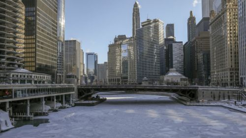 Las intensas temperaturas cubrieron con hielo el río de Chicago