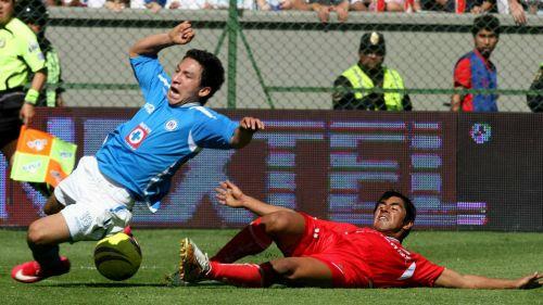 César Villaluz recibe una fuerte entrada en la Final del A2018