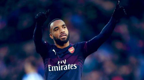Lacazette festeja gol con el Arsenal