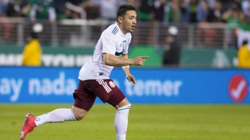Marco Fabián en festejo de gol con la Selección