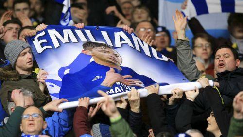 Aficionados de Cardiff City rinden tributo a Emiliano Sala