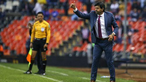 José Cardozo durante un partido contra Cruz Azul