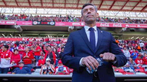 Pedro Caixinha durante el juego entre Cruz Azul y Toluca