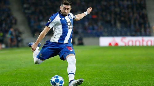 Héctor Herrera en partido con el Porto
