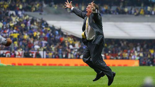 Herrera festeja el actual título de Liga azulcrema, del Apertura 2018