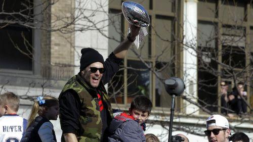 Brady festeja con su afición tras conquistar el Super Bowl LIII