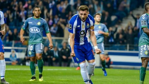 Afición del Porto ovaciona a Héctor Herrera tras anotación