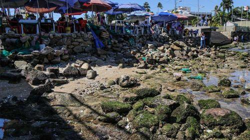 Playa de Acapulco con el mar desplazado