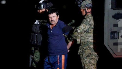 Joaquín Guzmán Loera escoltado por elementos del Ejército Nacional