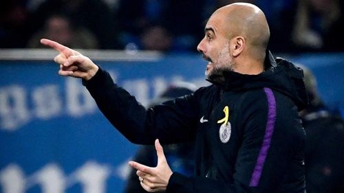 Guardiola da indicaciones en juego de Manchester City