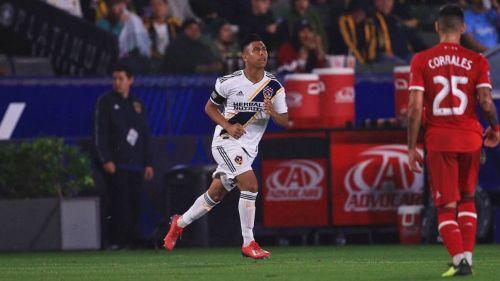 Efraín Álvarez debuta con el Galaxy y asiste para gol