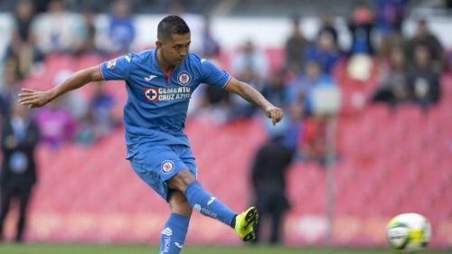 Elías Hernández, durante un juego de Cruz Azul