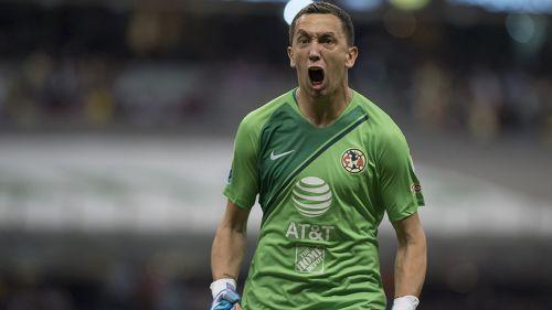Marchesín festeja una anotación del Campeón América en el Estadio Azteca