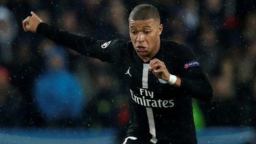 Mbappé conduce el balón en juego del PSG