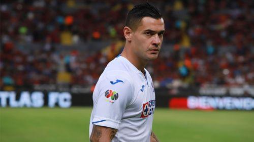 Milton Caraglio en un partido con Cruz Azul