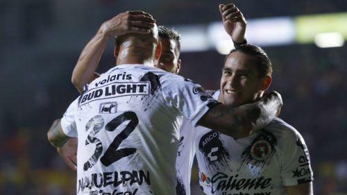 Jugadores de Xolos festejan un gol frente a Morelia en Copa MX