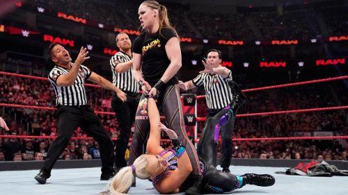 WWE multa a Ronda Rousey por ataque a Dana Brooke