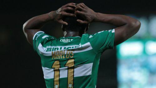 Marlos Moreno lamenta una falla con Santos