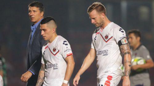 Jugadores de Veracruz se lamentan al final de un partido