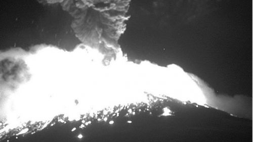 Popocatépetl emite vapor de agua, gas y cenizas