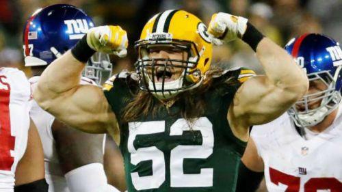 Clay Matthews festeja una tackleada con los Packers