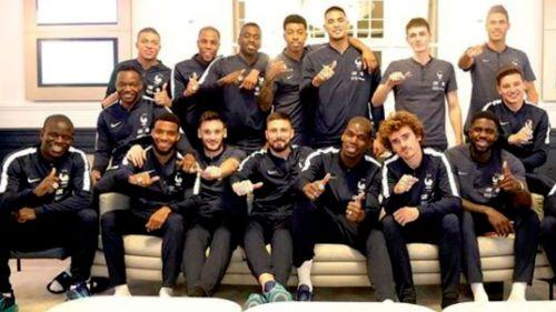 Pogba regala anillos de campeón del mundo a sus compañeros de Francia