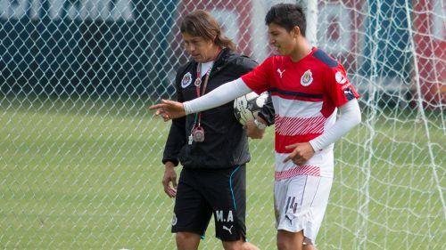 Almeyda y Zaldivar en un entrenamiento con Chivas en el Apertura 2016