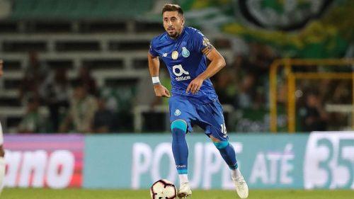 Herrera, quinto extranjero con más juegos en el Porto