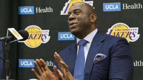 Magic Johnson renuncia a su cargo con los Lakers de la NBA