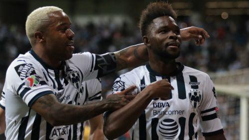 Dorlan Pabón y Avilés Hurtado celebran un gol ante el Sporting