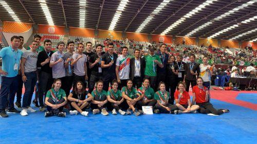 Delegación mexicana de taekwondo presume sus medallas