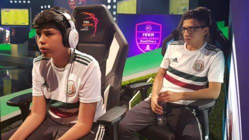 Beto Ávila y Fernando Villanueva, durante un partido